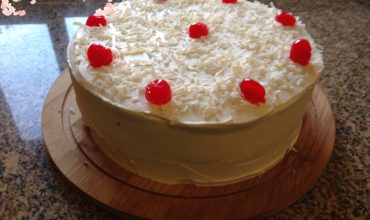 Torta Rellena de Coco y Nueces Picanas