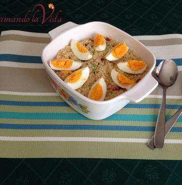 Cuscús con Tocineta y Huevo Cocido