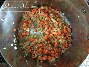 Paso-6-Sopa de Pollo y Vegetales o Chupe