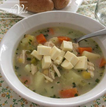 Sopa de Pollo y Vegetales o Chupe