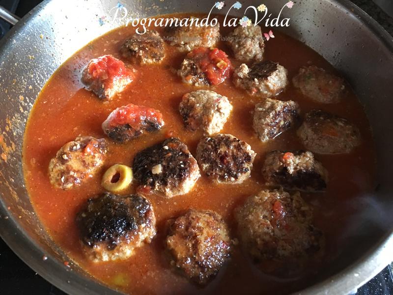 Albondigas en Salsa de Tomate y Pecorino-F