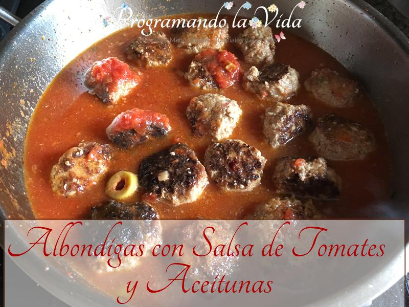Albóndigas Con Salsa de Tomate y Aceitunas